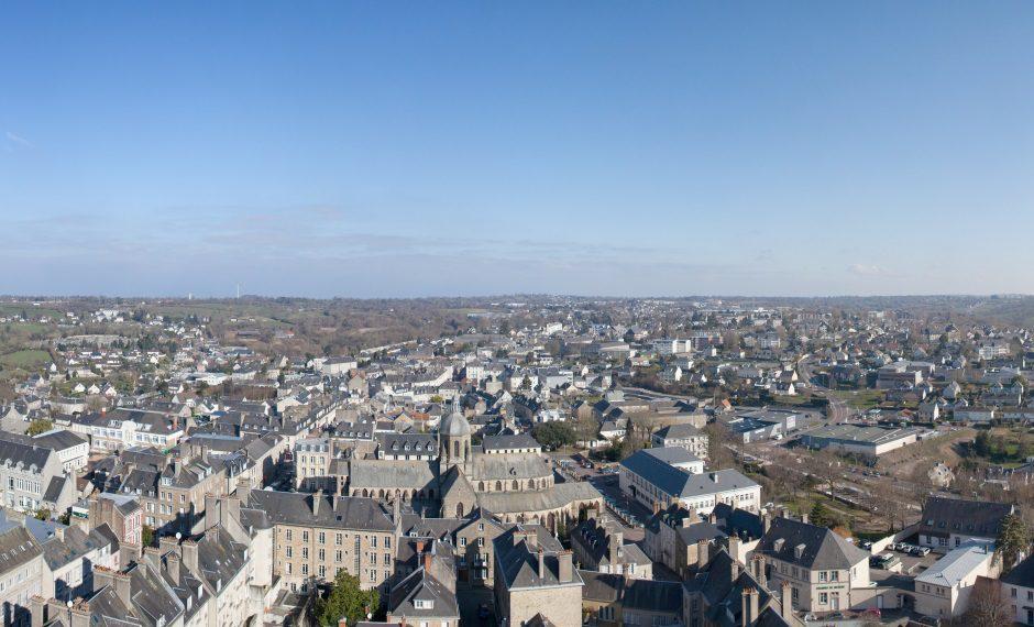 Une - Panorama de la ville de Coutances